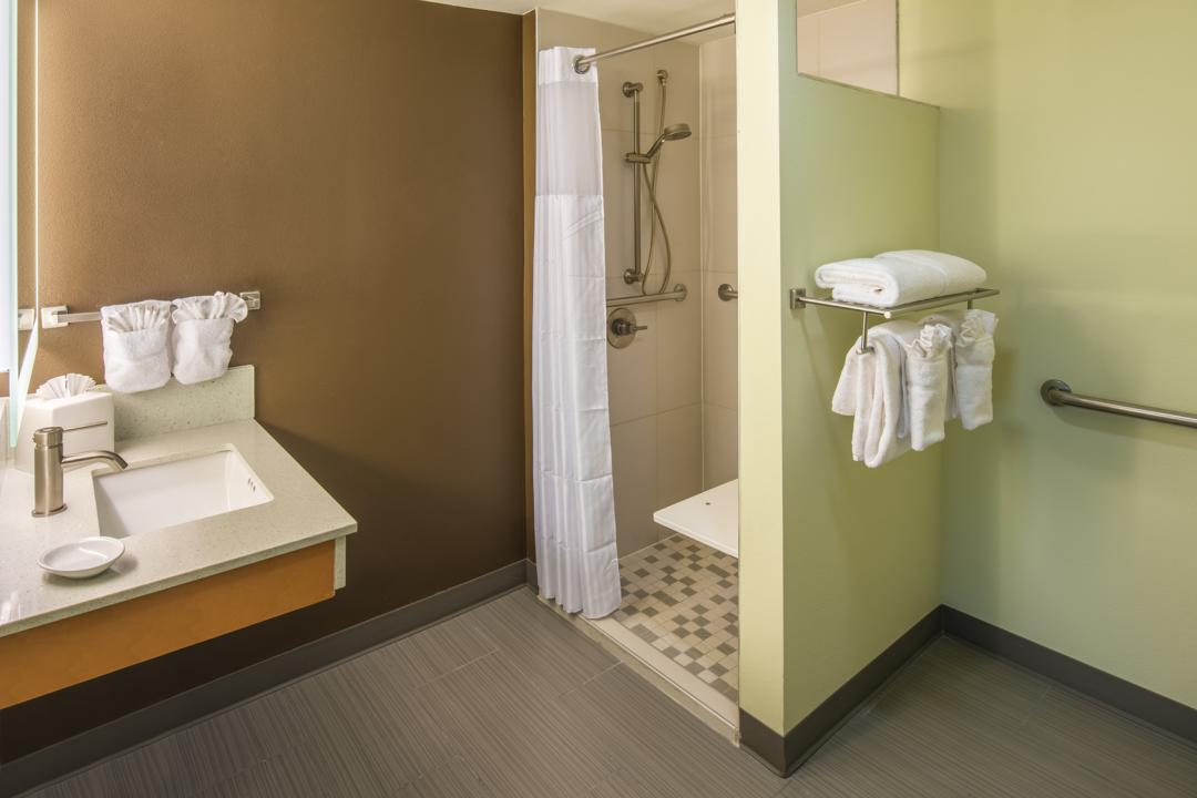 Clean, modern and well lit accessible guestroom bathroom