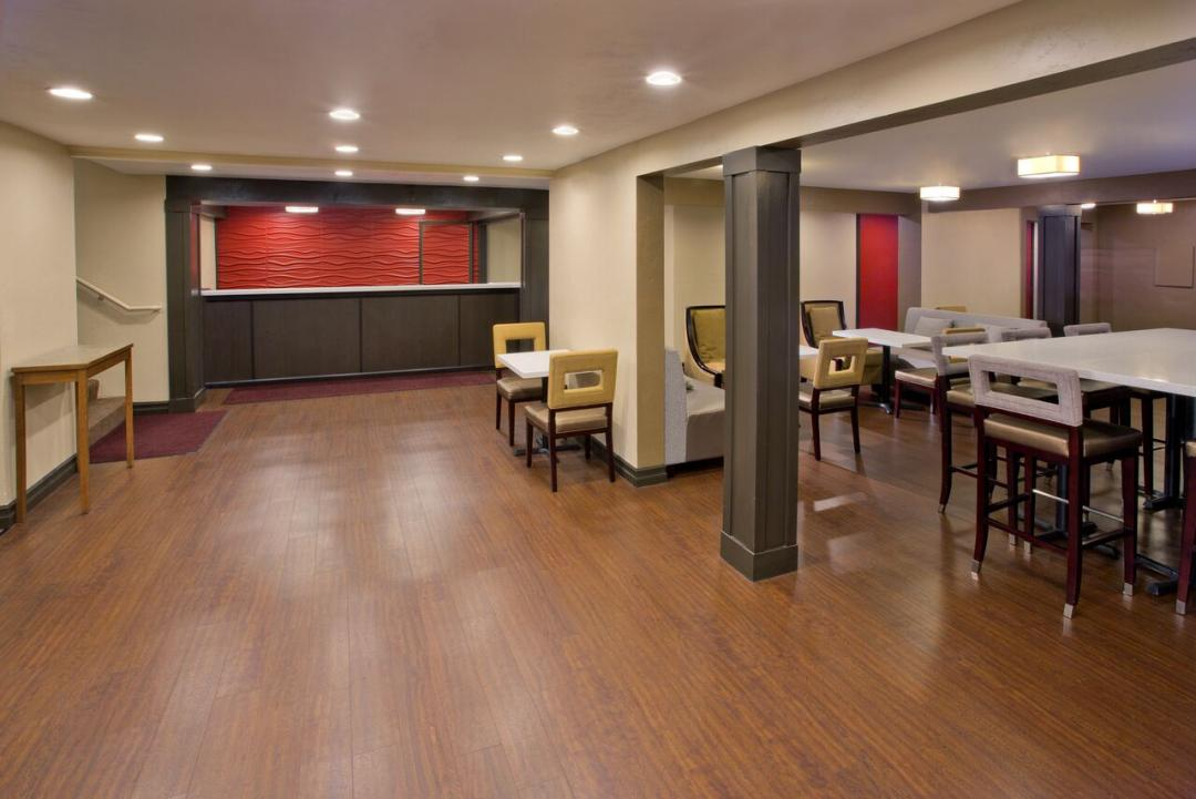 Spacious Lobby with Guest Seating and Breakfast Area