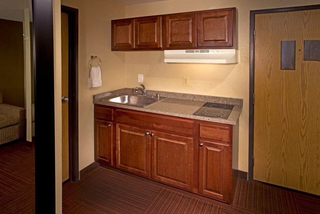 Red Lion Inn & Suites Federal Way Kitchen