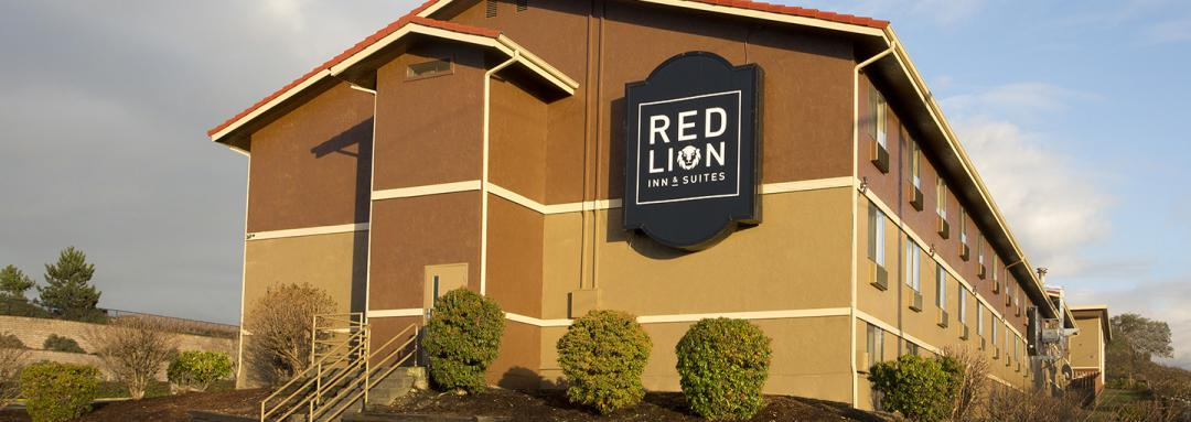 Exterior View of Red Lion Inn & Suites