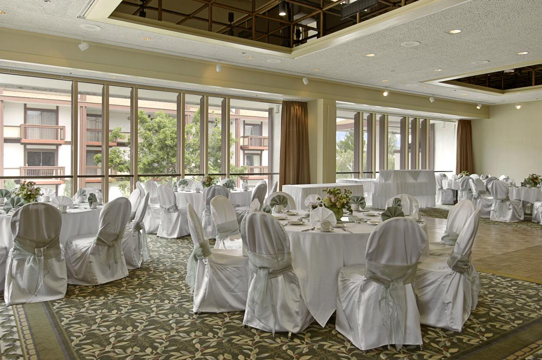 Banquet room with tables anc chairs