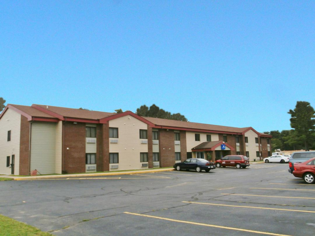 Hotel exterior with parking lot